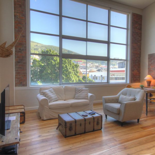 314 Westside Studios - Loft with Views of Signal Hill